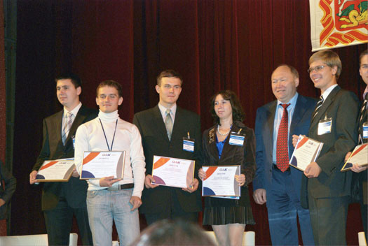 President of United Aviation Corporation Alexey I. Fyodorov rewards Dimitry Konstantinov, Engineer of the Center of Composite Technology, with a diploma: Young Aircraft Industry Scientist 2009